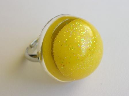 Tooty Frooty sweet ring (round and yellow)