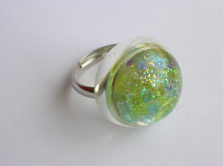 Colourful bead ring (round and blue/green)