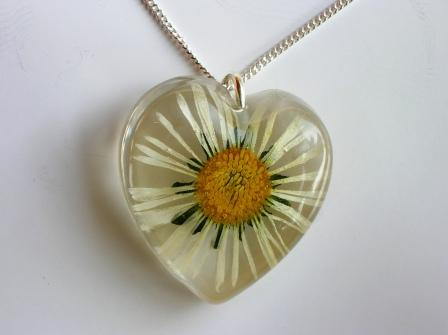 Daisy flower heart pendant / necklace